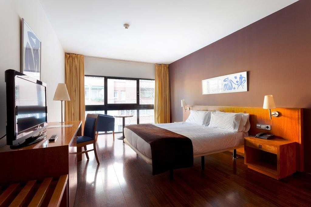 City break Barcelona, hotel Viladomat, 4 zile avion